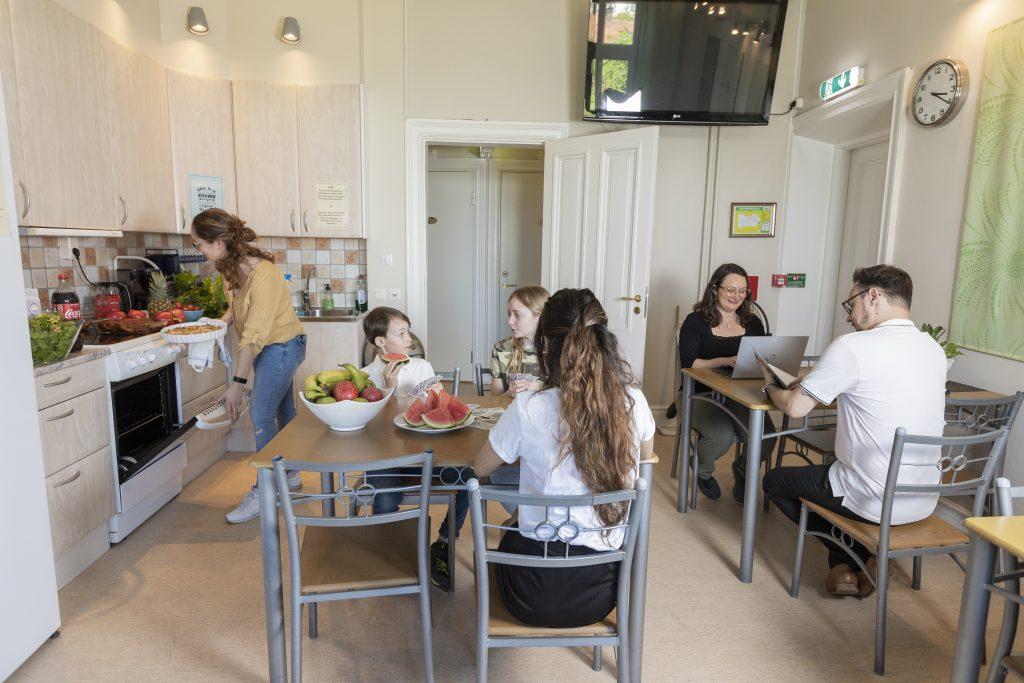 I köket på Skövde vandrarhem.